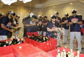 Boston le ganó a los Yankees y se coronó en el Este