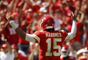 Mahomes continúa impresionando y los Chiefs ganan