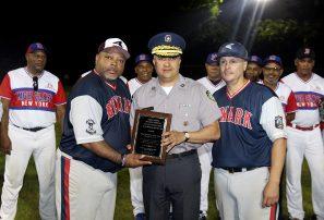 Policía Nacional realiza intercambio de softbol