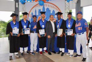 Prospectos de los Mets se gradúan de bachilleres con CENAPEC