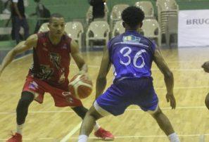 Ciro Pérez y Los Buitres dominan en Torneo de Baloncesto Superior de San Cristóbal