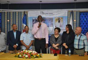 Ex NBA Alfred -Tito- Horford recibe reconocimiento del club Los Prados