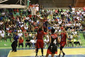 Pueblo Nuevo y Los Buitres jugarán final basket San Cristóbal