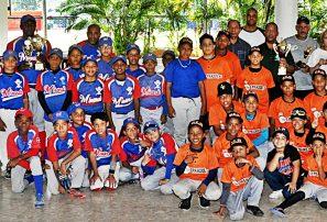 Club Los Prados realiza premiación de Torneo de Béisbol de Pequeñas Ligas