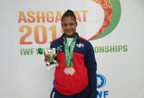 Crismery Santana gana dos medallas en los Mundiales de Pesas