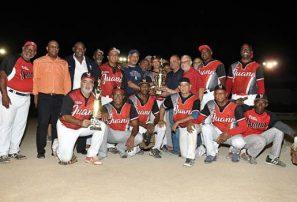 Villa Juana se corona campeón de torneo Venerables de sóftbol