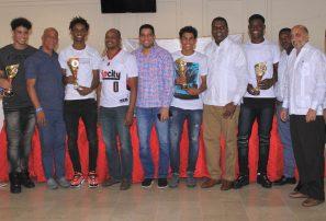 San Lázaro: Club del Año en premiación de Abadina